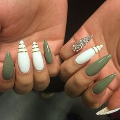 Stiletto Nail Art, Acrylic Photo Metallic Gorgeous, Stiletto Green and White Nails, Stiletto Almond Acrylic Ongles Gorgeous Nails, Pretty Nails, Stiletto Nail Art, Coffin Nails, Stiletto Nail Designs, Nude Nails, White Nails, Dark Green Nails, Black Nails