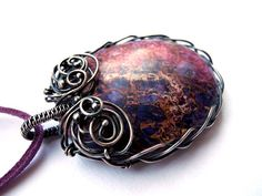 This reminds me of Katherine's sun-stone necklace on Vampire Diaries