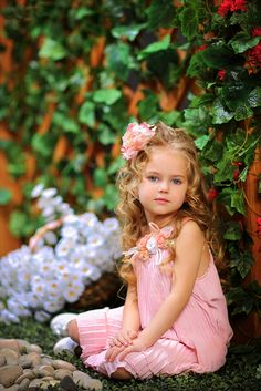 Love this hair for flower girl? Beautiful Little Girls, Cute Little Baby, Baby Kind, Pretty Baby, Beautiful Children, Beautiful Babies, Cute Photos, Girl Photos, Girl Photography