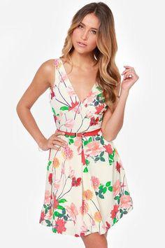 Tiptoe through the tulips in the BB Dakota Basha Cream Floral Print Dress! A darling print of mul...