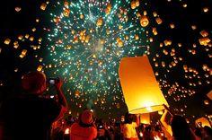 I would love to witness a Lantern Festival Bucket List For Teens, Summer Bucket Lists, Bucket List For Couples, Romantic Bucket List, Bucket List Life, Life List, Floating Lanterns, Paper Lanterns, Sky Lanterns