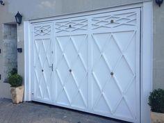 Portão de chapa Garage Gate, Garage Doors, Entrance Doors, Iron Gate Design, Front Elevation Designs, Main Gate, Garden Architecture, Iron Gates, Home Design Plans