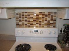 Portable Backsplash for Renters: Very nice and non-permanent idea for adding a little style to a rented kitchen. Definitely would like to try this above my stove.