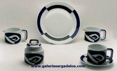 La forma P de Sargadelos se inspira en la forma de las planchas de nuestros antepasados, con un decorado que le otorga una gran personalidad.