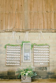 Rustic hanging escor