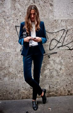 Inspiration: Menswear for Women - blue velvet suit Looks Street Style, Looks Style, My Style, Look Fashion, Autumn Fashion, Fashion Tips, Fashion Design, Fashion Trends, Net Fashion