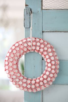 I love this peppermint wreath! Such an easy and fun project!