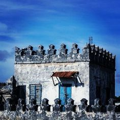 Old house in #somalia #xamar photo by me    (via indigenousdialogues)