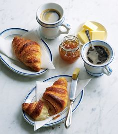 Lépésről lépésre: így készül az igazi croissant Croissants, Bread Rolls, Sweet Cakes, Cake Cookies, Bread Recipes, French Toast, Favorite Recipes, Sweets, Breakfast