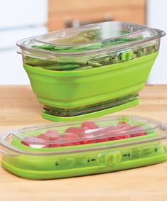 Preserve that freshly picked taste longer with this cool keeper. The adjustable vent regulates air circulation, and the water reservoir maintains appropriate moisture levels to keep produce delicious and crunchy. It collapses to a third of its height for easy storage. Find out how to keep things fresh!