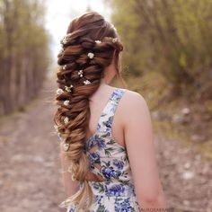 """Romantic braid✨ The tutorial for this hairstyle can be found in our book """"Eventyrlige fletter & frisyrer"""", as well as in our app """"FLETTE"""", which you can find in App store❣"""