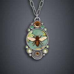 Big Bee Necklace - bijou graphique