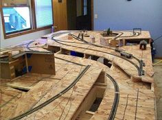 Building a Model Train Layout from Start to Finish Photos Ho Scale Train Layout, Ho Train Layouts, Escala Ho, N Scale Model Trains, Scale Models, Model Railway Track Plans, Electric Train Sets, Trains For Sale, Ho Trains