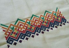 This Pin was discovered by Ays Cross Stitch Geometric, Cross Stitch Borders, Modern Cross Stitch, Cross Stitch Flowers, Cross Stitch Designs, Cross Stitching, Cross Stitch Embroidery, Cross Stitch Patterns, Creative Embroidery