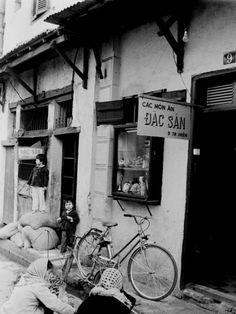 A photo book capturing the life of Hanoi in the by former UK diplomat John Ramsden will be launched in the time to come. Kiosk Design, Hanoi, Old Photos, Mood, Lettering, Vintage, Coffee, Wine Cellars, Old Pictures