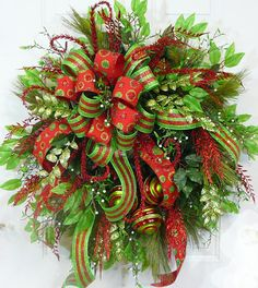 CHRISTMAS DOOR WREATH, Modern Christmas with Double Bow in Burlap and Deco Mesh! Dont you just love this bright, glittering Christmas wreath!