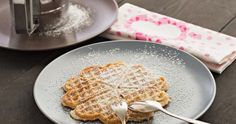 Der Waffelteig wird mit Buttermilch ganz besonders gut und luftig.