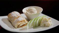 Cigare aux pommes croustillant avec crème glacée à la cannelle
