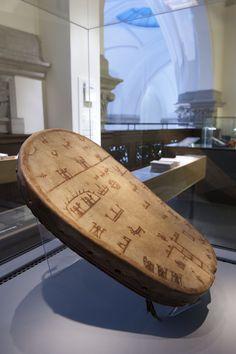 Samisk trumma från 1600-talet, troligen Lule Lappmark. Till Nordiska museet från Historiska museet 1943. Foto: Mats Landin, Nordiska museet.