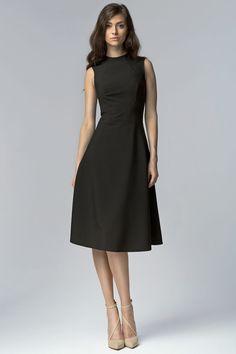 Rozkloszowana czarna sukienka za kolano fashion4u.pl