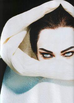 Sasha Pivovarova channels Maria Callas in Numero, Photo: Miles Aldridge. Sasha Pivovarova, Dark Beauty, Makeup Inspiration, Character Inspiration, Miles Aldridge, The Wicked The Divine, Fashion Photography, Art Photography, Street Photography