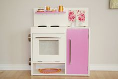 From trash to treasure in just a few simple steps! Two old nightstands were transformed into a toddler's dream kitchen with a fresh coat of paint, some thrift store finds and lots of creativity. Check out all the DIY details at The Farmer's Nest.