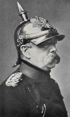 Otto Eduard Leopold von Bismarck-Schönhausen (1815 – 1898), conocido como Otto von Bismarck, fue un estadista, burócrata, militar, político y prosista alemán, considerado el fundador del Estado alemán moderno. Durante sus últimos años de vida se le apodó el «Canciller de Hierro» por su determinación y mano dura en la gestión de todo lo relacionado con su país,. que incluía la creación de un sistema de alianzas internacionales que aseguraran la supremacía de Alemania, conocido como el Reich.