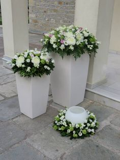 Στολισμός εκκλησίας Church Wedding Decorations, Wedding Entrance, Entrance Decor, Wedding Wreaths, Flower Decorations, Wedding Centerpieces, Wedding Bouquets, Wedding Flowers, Large Flower Arrangements