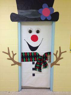 Decoração de porta com tema natalino
