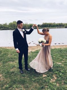 prom date Prom pictures Prom Pictures Couples, Homecoming Pictures, Prom Couples, Prom Photos, Dance Pictures, Prom Pics, Teen Couples, Maternity Pictures, Sequin Prom Dresses