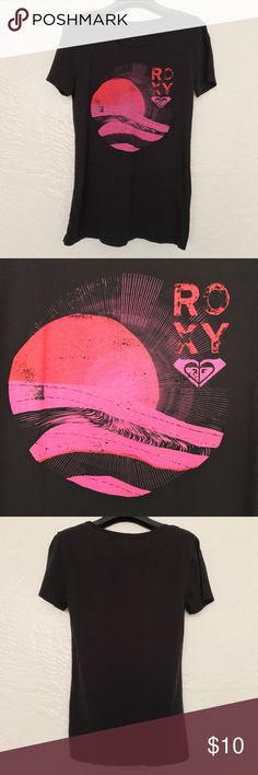 Roxy Black and Pink Short Sleeve Tee EUC Roxy Black and Pink Short Sleeve Tee  The only sign of wear is that the shirt info washed off.   Reasonable offers accepted! 20% bundle discount! Smoke- & pet-free home Any questions? Just ask! Roxy Tops Tees - Short Sleeve