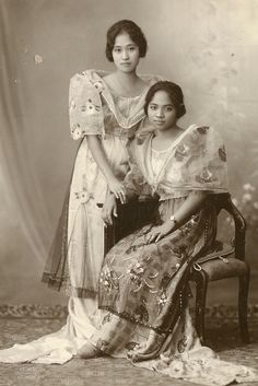 vintage everyday: 24 Charming Photo Postcards of Philippine Girls in Traditional Dresses from between Cultura Filipina, Old Photos, Vintage Photos, Vintage Photographs, Daniela Rivera, Filipiniana Dress, Filipino Fashion, Asian Fashion, Philippines Culture