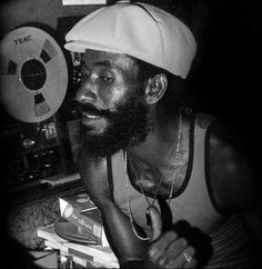 Beyond the Multiplex: Faux Film Festival, 'Upsetter' the documentary of Lee Perry and Jamaica Country, Famous Music Artists, Lee Perry, I Write The Songs, Sonic Heroes, Audio Music, Jazz Musicians, Reggae Music, Pop Punk