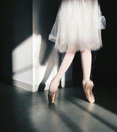 ballerina ballet pointe shoes in a studio silhouette shadows Art Ballet, Ballet Feet, Ballet Dancers, Dance Photos, Dance Pictures, Dance Dreams, Dance It Out, Tiny Dancer, Ballet Photography