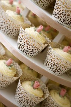 cupcakes - I love the cutout detail on the wrappers, 72pcs Elegant Green Wedding…