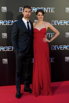 """Actor Theo James and actress Shailene Woodley attend the """"Divergent"""" premiere at the Callao cinema on April 3, 2014 in Madrid, Spain."""