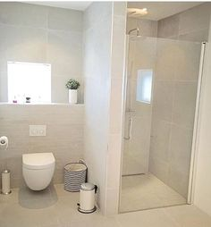 Dangerous stunning tile colours and small tiles behind the bathroom Designer Wedding ceremony Costum Small Bathroom Layout, Modern Bathroom, Dyi Bathroom, Ideas Baños, Toilette Design, Shower Cabin, Small Toilet, Upstairs Bathrooms, Bathroom Interior Design