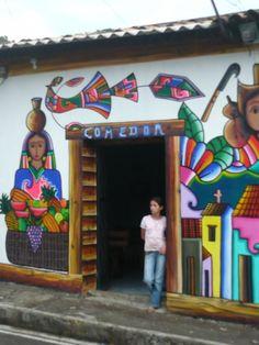 Comedor - coloridos murales de La Palma en las montañas de Chalatenango | suchitoto.tours@gmail.com