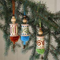 wooden spool crafts | Spools of Yuletide DIY Ornaments