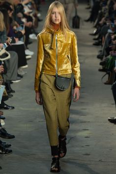 Catwalk photos and all the looks from Phillip Lim Autumn/Winter Ready-To-Wear New York Fashion Week Latest Fashion Trends, Runway Fashion, Fashion News, Fashion Show, London Fashion Weeks, Velvet Fashion, 2016 Trends, Fashion Images, Mellow Yellow