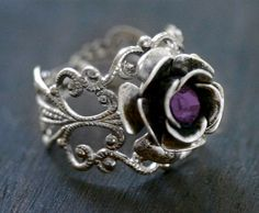 Silver Rose Ring with Amethyst Crystal Neo par robinhoodcouture