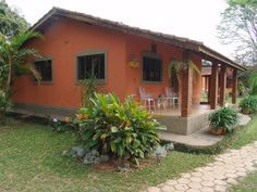 casas caipiras - Pesquisa Google Hut House, Mexico House, Stucco Homes, Adobe House, Spanish Style Homes, Traditional House Plans, House Design Photos, Mediterranean Homes, House Entrance