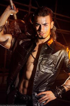 tormans-space: illjumpyourbones: Gladiolus cosplay by Leon Chiro How