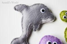 Animales marinos de fieltro - Anuski´s World Doll Toys, Dolls, Dinosaur Stuffed Animal, Medusa, Diy, Crafts, Animals, Ideas, Summer