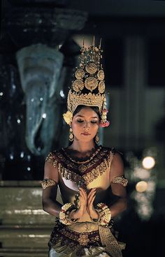 apsara dance royal ballet of cambodia Cambodian Tattoo, Khmer Tattoo, Cambodian Art, Cambodian Women, Costume Tribal, Thailand, Khmer Empire, Royal Ballet, People Of The World