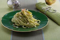 Linguine al pesto di zucchine mandorle e menta