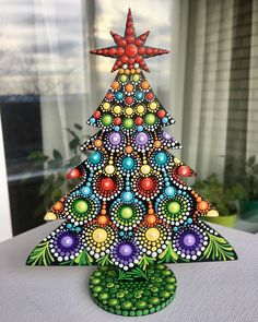 Rock Painting Patterns, Dot Art Painting, Rock Painting Designs, Mandala Painting, Mandala Drawing, Christmas Mandala, Noel Christmas, Christmas Ornaments, Mandala Dots
