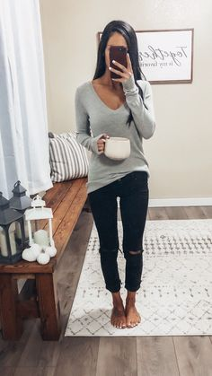 distressed black skinny jeans basic pullover sweater black skinny ankle jeans simple chunky knit cardigan boyfriend cardigan white gel nail polish long sleeve waffle knit long sleeve knit cardigan shirt sweatshirt outfit fall home decor Comfy cozy ou Sweatshirt Outfit, Cardigan Shirt, Outfit Jeans, Pullover Sweaters, Boyfriend Cardigan, Black Jeans Outfit Fall, Black Cardigan Outfit, Distressed Jeans Outfit, Fall Jeans