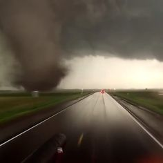 who drives towards this? Nature Gif, Wild Nature, Nature Videos, Natural Phenomena, Natural Disasters, Tornado Pictures, Wow Video, Wild Weather, Places To Visit