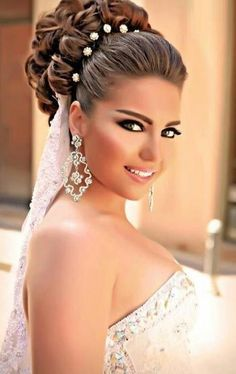 40 Chic Wedding Hair Updos for Elegant Brides curly wedding updo for long hair Curly Wedding Updo, Wedding Hairstyles For Long Hair, Wedding Hair And Makeup, Bride Hairstyles, Hair Makeup, Wedding Veil, Wedding Hairdos, Hairstyle Wedding, Bridal Makeup